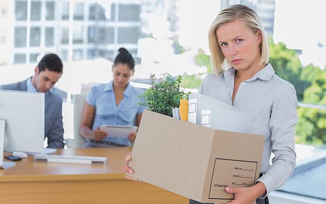 Как уволить сотрудника, если он не хочет уходить