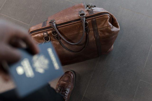 Где должен быть прописан ребенок: куда и с кем можно оформить, что делать, если нет своего жилья, и как осуществляется регистрация несовершеннолетнего в паспорте?